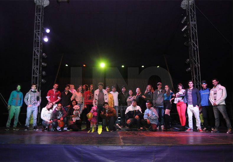La gran familia del circo VareKay. / José Busiemi.