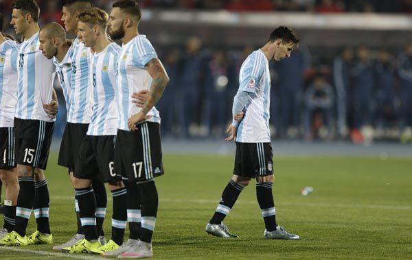 Lionel Messi sufre durante la definición por penales de la Copa América.