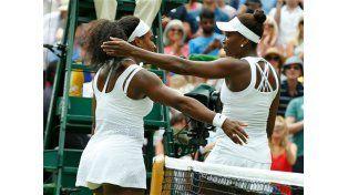 Serena le ganó a su hermana Venus y avanzó a cuartos de final