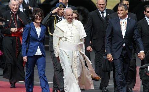 El Papa arribó a Ecuador en el inicio de su gira sudamericana