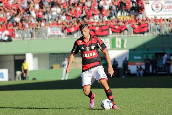 En acción. Mugni pretende regresar al fútbol argentino.