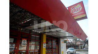 Por falta de habilitación, clausuran un supermercado y un estacionamiento de la ciudad