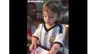El nene argentino que hincha por Chile y la madre llama panqueque