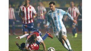 La especialidad de Messi: hacer chocar a los rivales entre sí
