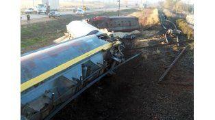 Descarriló un tren de carga en una vía con rieles rotos al costado de la ruta 34
