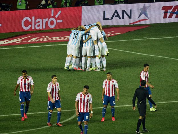 Argentina aplastó a Paraguay y se metió en la final de la Copa