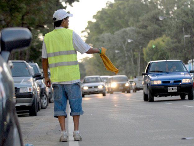 ¿Qué dicen los proyectos para regular a los trapitos en la ciudad?