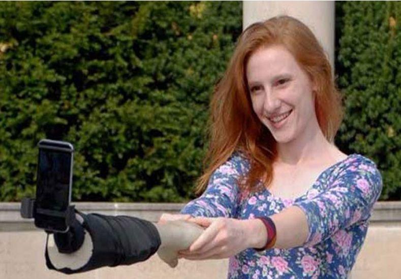 El Brazo selfie, una solución para quienes no tienen amigos y quieren disimularlo
