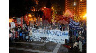 Justicia. El reclamo de los manifestantes que se concentraron este miércoles frente a Casa de Gobierno / Foto: Manuel Testi - Uno Santa Fe