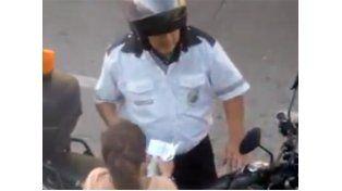 Rosario: Un inspector de tránsito de la ciudad fue filmado recibiendo una coima