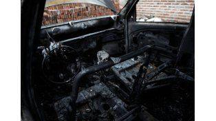 Quemacoches: Incendiaron otro auto esta madrugada en Alberti al 5.500 en el barrio Scarafía