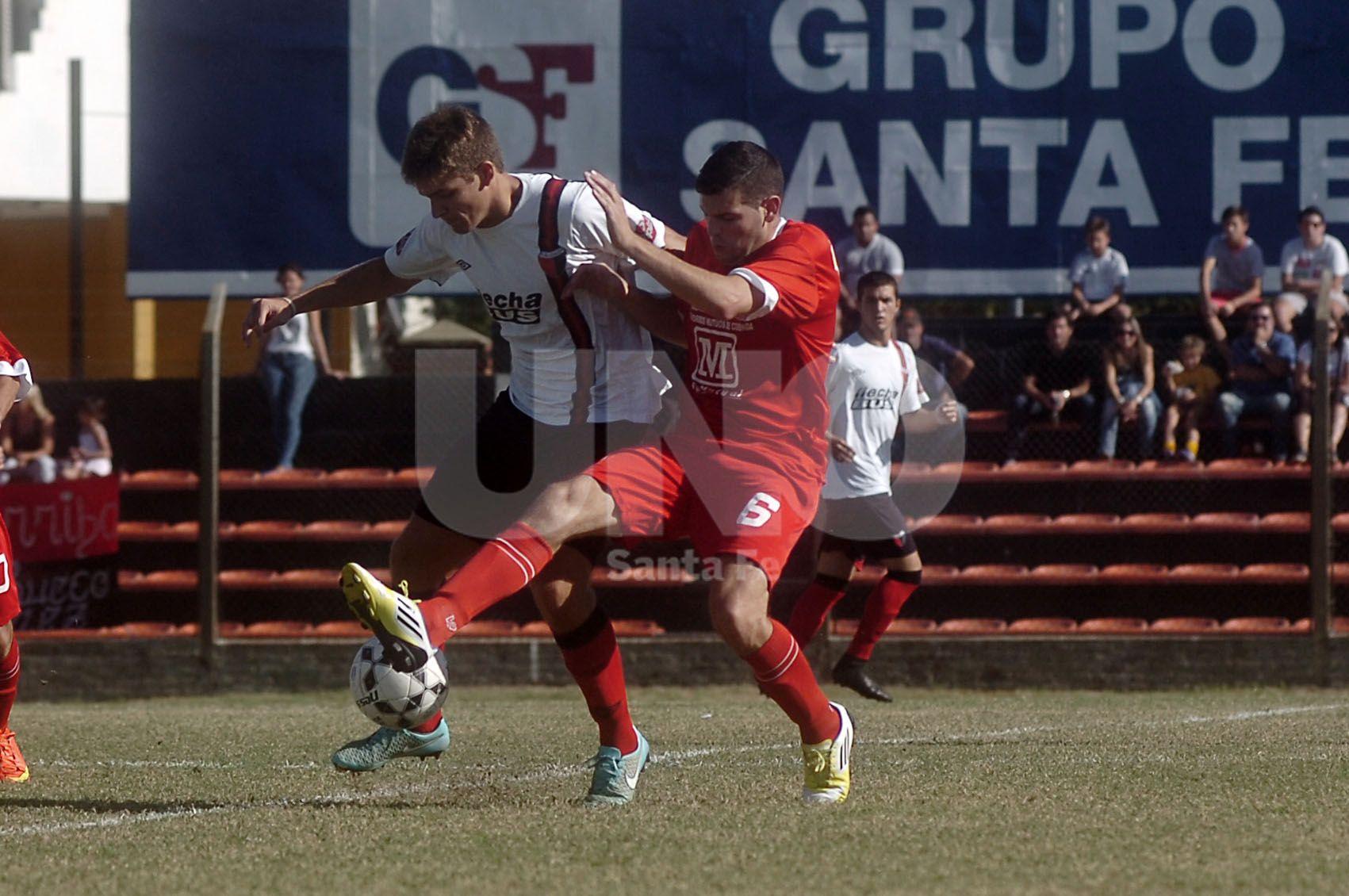 Colón batalló en su reducto para quedarse con la victoria al superar por 2 a 1 a Belgrano de Coronda. / Juan M. Baialardo.