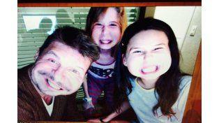 Marcelo Tinelli a pura selfie, con su hija y la nena de Guillermina Valdés