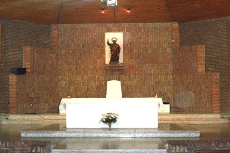 Un joven detenido en el interior de la Parroquia San Pedro