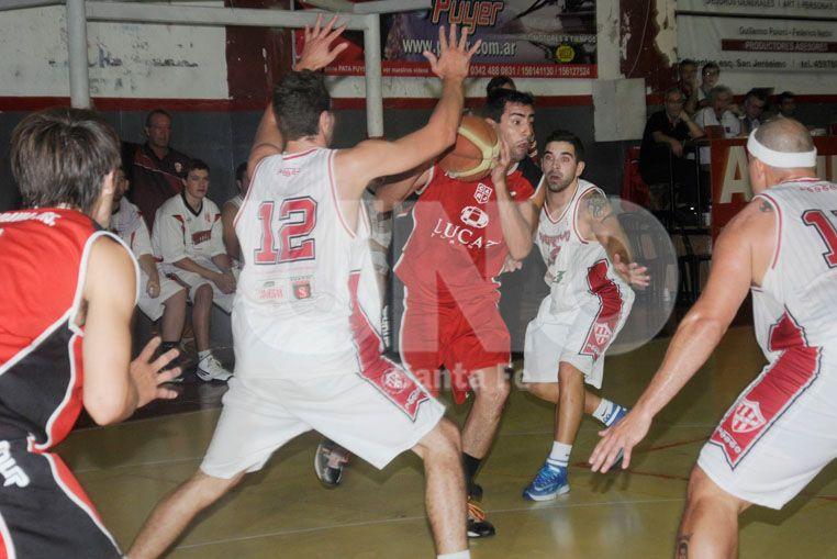Los Rojos sellaron la serie ante Sportivo Suardi en el día del 82º aniversario de su fundación. Fotógrafo: Manuel Testi / Diario UNO Santa Fe