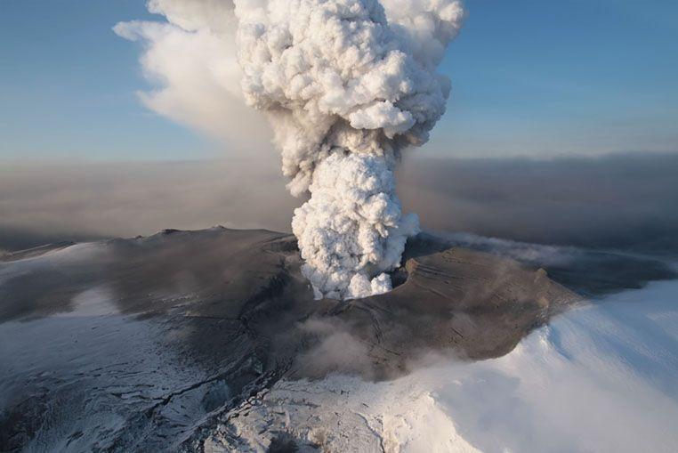 Un turista grabó el momento de la erupción del volcán chileno