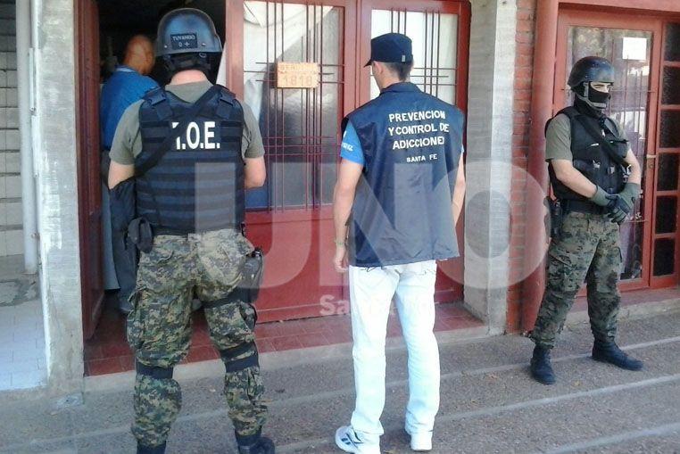 Esperanza: secuestraron marihuana y detuvieron a una vendedora barrial de drogas