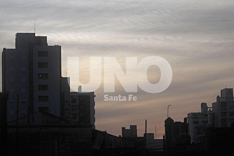 El ocaso. Los tonos rojizos se profundizaron por las partículas.  UNO de Santa Fe / Manuel Testi