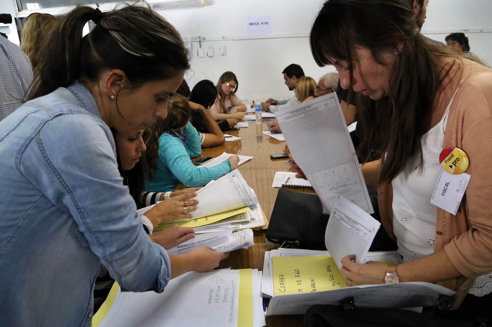 El Tribunal Electoral precisó que ya se escrutaron 2.649 mesas de votación