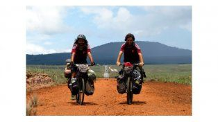 Subieron a las bicicletas y pedalearon 18 meses por América Latina y el Caribe
