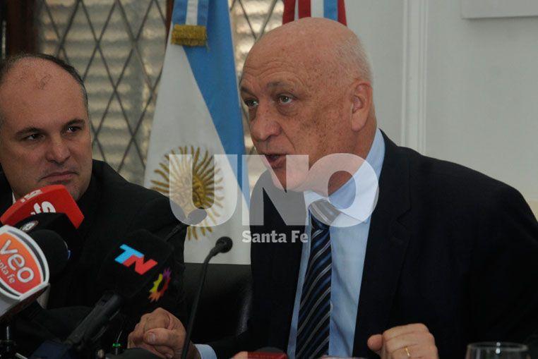 El gobernador de Santa Fe brindó las explicaciones sobre la polémica en el escrutinio de los comicios.