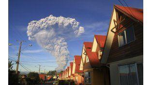 La erupción del Calbuco vista desde la ciudad chilena de Puerto Varas. (Foto: Reuters)