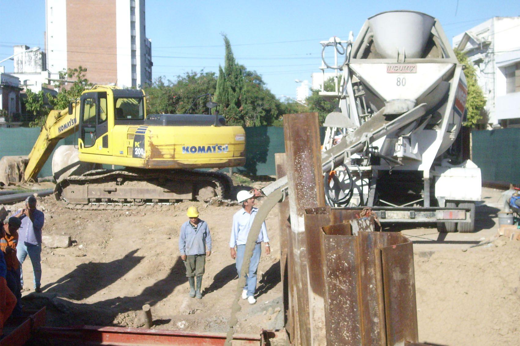 Avanza a buen ritmo el trabajo de Assa en el socavón de Bulevar y Urquiza