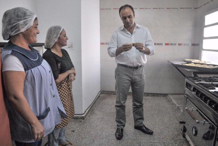 En Villa Hipódromo, mientras los chicos van al Jardín Municipal, sus madres aprenden un oficio en el Solar