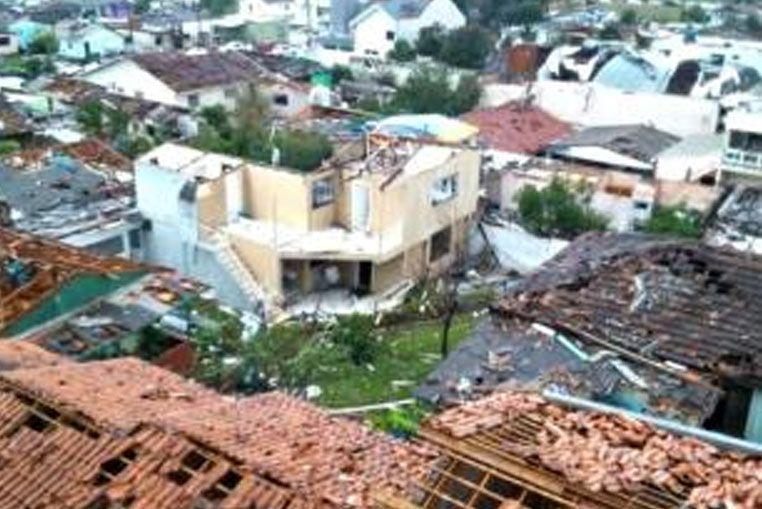 Dos muertos y 120 heridos por un tornado en el sur de Brasil