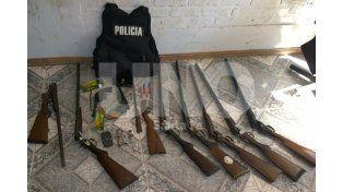 Las armas secuestradas durante el operativo.