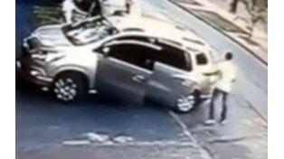 Una imagen de la cámara de seguridad que registró el incidente completo.
