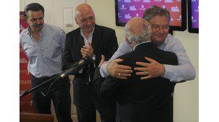 Lifschitz se abraza con su compañero de fórmula. Bonfatti también celebra. Buena cosecha del gobernador.