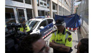 La policía custodia el Instituto Joan Fuster