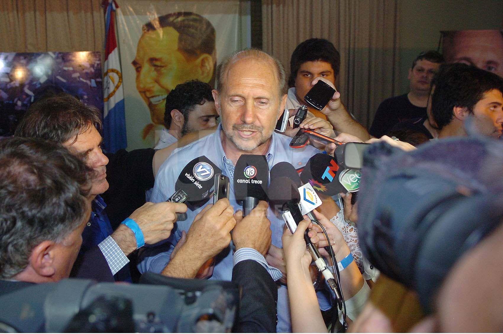 Rueda de prensa. El rafaelino habló con medios locales y nacionales tras los comicios de ayer / Foto: Manuel Testi - Uno Santa Fe