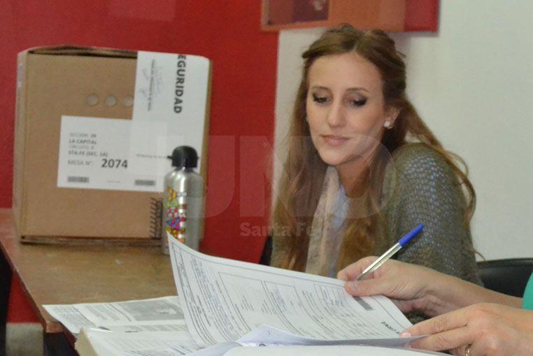 Miguel del Sel votó en la mesa donde está su hija