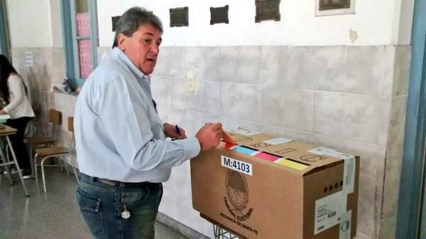 Ya emitió su voto Luis Rubeo