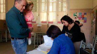 Las autoridades y precandidatos se acercan a las urnas