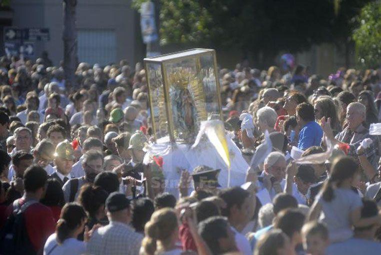 Cientos de santafesinos peregrinaron este sábado junto a la Virgen de Guadalupe