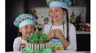 Las pequeñas Charli y Ashlee deleitan con sus recetas.