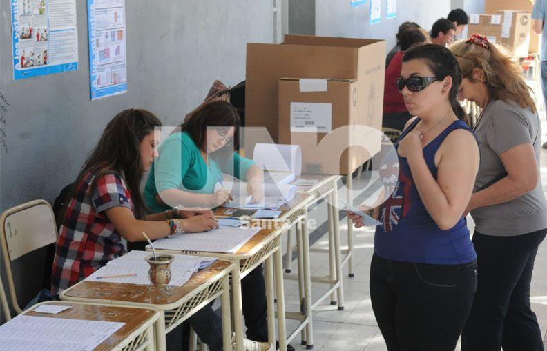 A las urnas. Los santafesinos podrán acudir a los locales de votación entre las 8 y las 18.