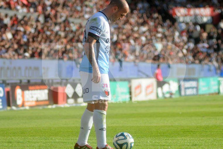 Cristian Llama tiene muchas chances de ser titular ante la Crema