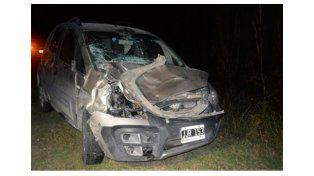 El conductor de un auto terminó hospitalizado tras chocar una vaca