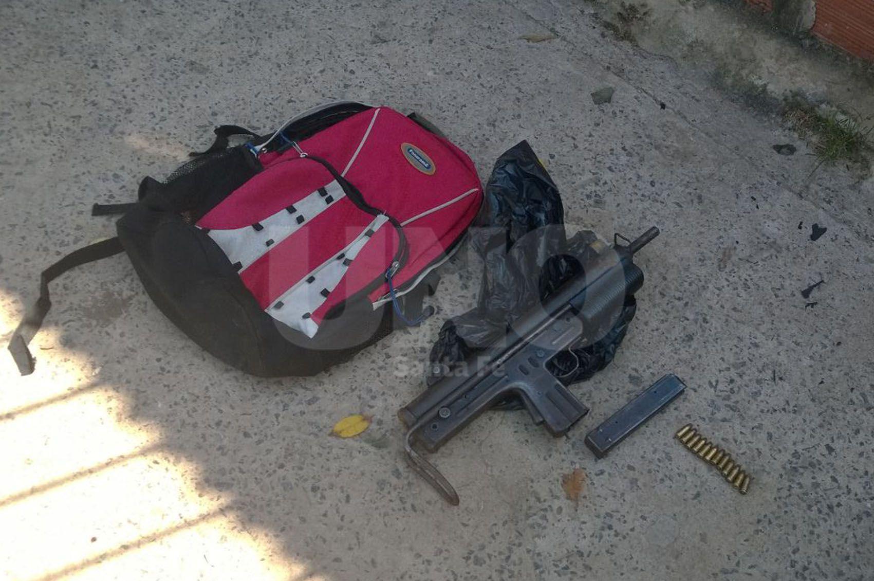 Tras un tiroteo entre la policía y delincuentes secuestraron una ametralladora en Santo Tomé