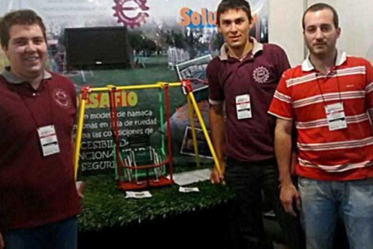 Estudiantes santafesinos que diseñaron una hamaca inclusiva representarán al país