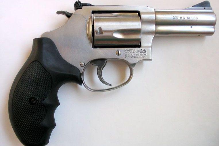 Idéntico: a este revólver es el que le secustro la Policía a los dos menores en inmediaciones del Club Unión de Santa Fe.