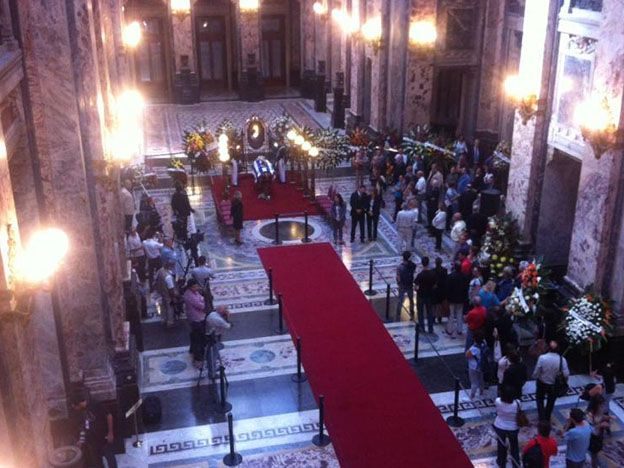 Velatorio de Eduardo Galeano en el Palacio Legislativo. Foto: Gabriel Rodríguez