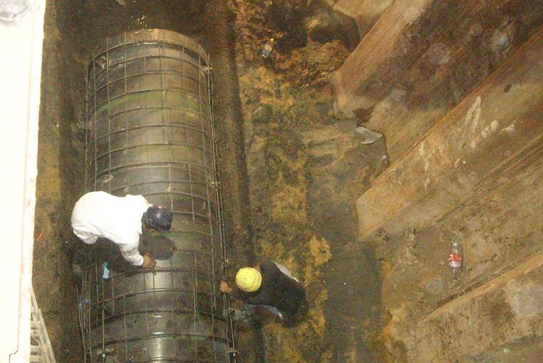Socavón de Urquiza: se colocaron los primeros tramos de reparación del conducto cloacal
