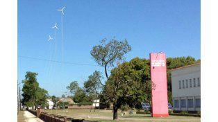 Aerogeneradores instalados en el predio del Centro Cívico de la Región 3.