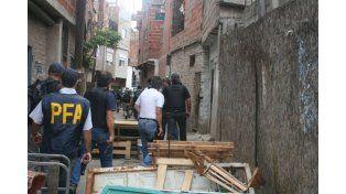 Hallan cuatro cuerpos dentro de un Mercedes en la villa 1-11-14