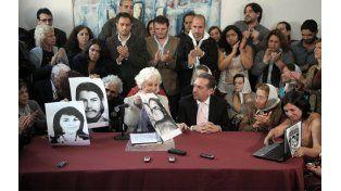 Pablo Athanasiu Laschan no estuvo presente en la conferencia de prensa en que se anunció la recuperación de su identidad